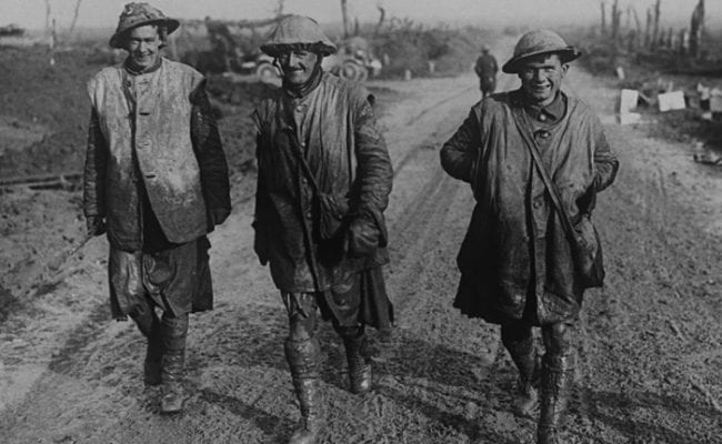 Canadian First World war soldiers walking