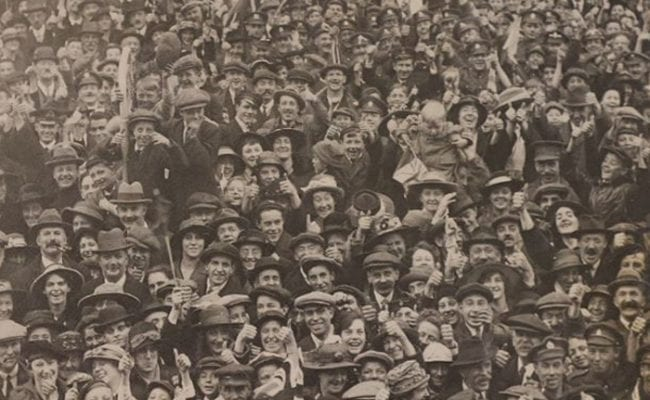 Armistice crowds in Devon