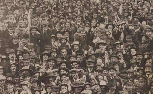 Armistice crowds in Devon
